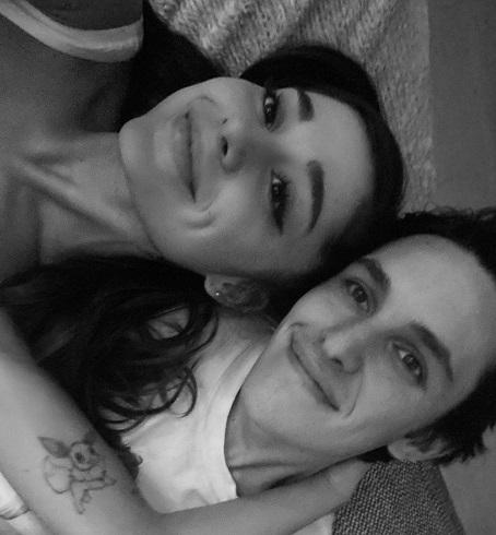 عکس آریانا گرانده و نامزدش