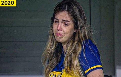عکس دختر مارادونا در حال گریه در مراسم یادبود پدرش