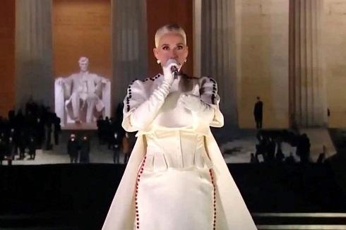 اجرای کیتی پری در مقابل جو بایدن