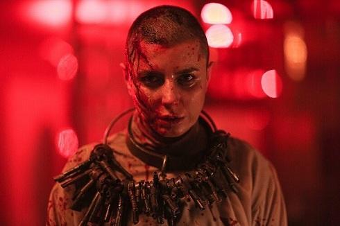 لیلا حاتمی با موی تراشیده در قاتل و و حشی