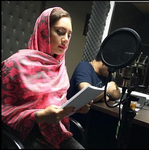 نیلوفر مولایی در نریشن یک برنامه رادیویی در تهران در سال ۹۸