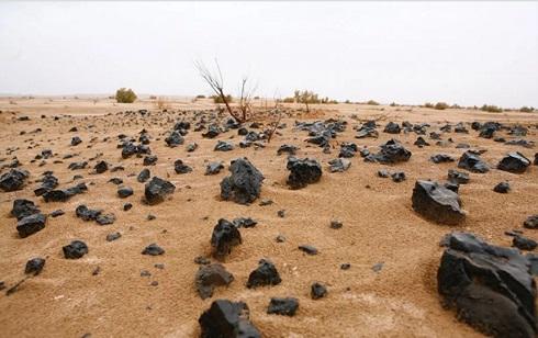 آثار ذوب فلزات معدنی یا سرباره در ریگ جن