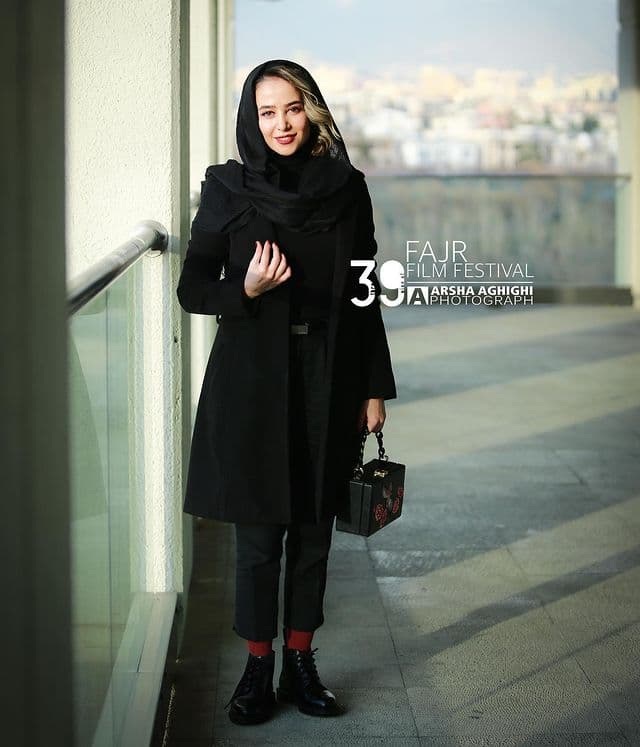 مدل پالتو الناز حبیبی در اولین روز جشنواره فجر 39,مدل پالتو,مدل پالتو بازیگران زن ایرانی,مدل پالتو در جشنواره فجر