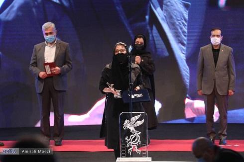 سیمرغ جشنواره فجر در دستان رویا افشار