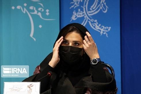 سحر دولتشاهی با ماسک در نشست خبری جشنواره فجر