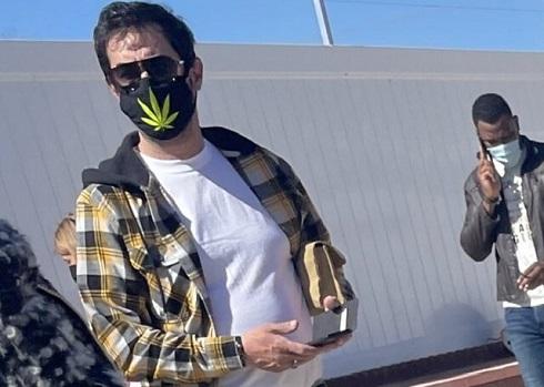 ماسک شهاب حسینی با تصویر ماده مخدر ماری جوانا
