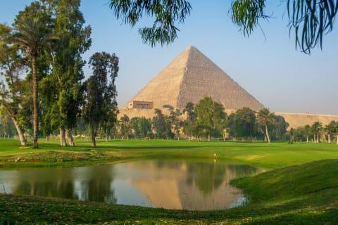 اولین زمین گلف آفریقا در کنار اهرام ثلاثه