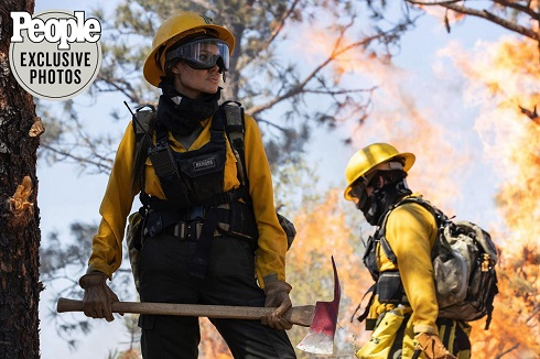 آنجلینا جولی در نقش یک آتش نشان در جنگل