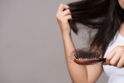 کاهش ریزش مو با 5 روش طبیعی,روش های طبیعی برای کاهش ریزش مو