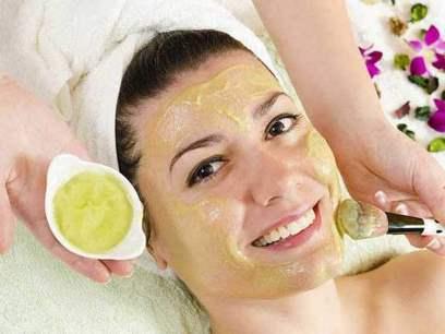 4 ماسک صورت خانگی که می تواند پوست تان را شفاف کند,ماسک صورت,ماسک صورت با مواد طبیعی,4 ماسک صورت با مواد طبیعی در منزل