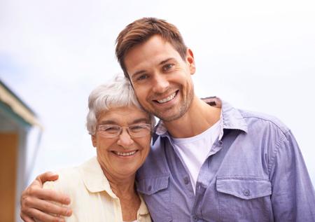 برای کنترل اوضاع با مرد وابسته مادرش چه برخوردی باید داشته باشیم؟