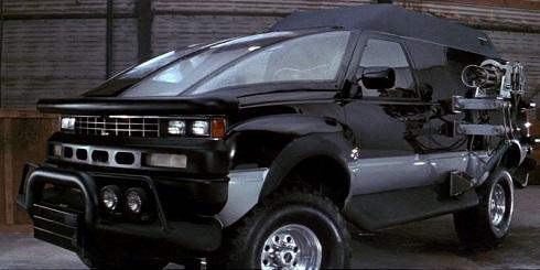 عجیب ترین ماشین پلیس در فیلم تانگو و کَش (۱۹۸۹)