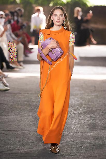 بهار 2021 چه رنگ هایی بپوشیم؟ رنگ نارنجی پرتقالی ترند بهار 2021,رنگ های ترند بهار 2021 در دنیای مد