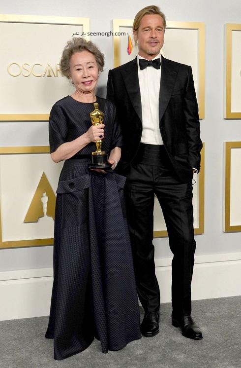 برد پیت در کنار Youn Yuh jung بازیگر کرده ای برنده اسکار 2021