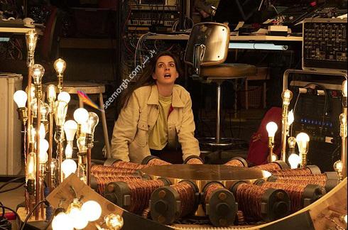 آن هاتاوی Anne Hathaway در سریال Solos 2021