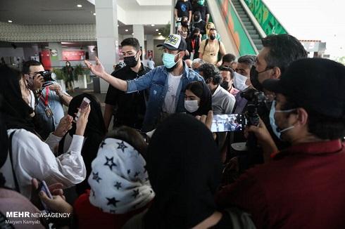 بهرام افشاری در جمع هوادارانش در جشنواره جهانی فیلم فجر