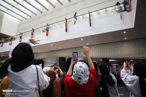 طرفداران بهرام افشاری در جشنواره جهانی فیلم فجر 1400
