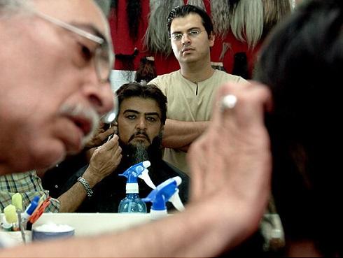 مسعود ولدبیگی در حال گریم رضا رویگری در مختارنامه