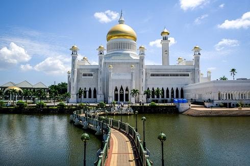 مسجد سلطان عمر علی سیف الدین (کشور برونئی)