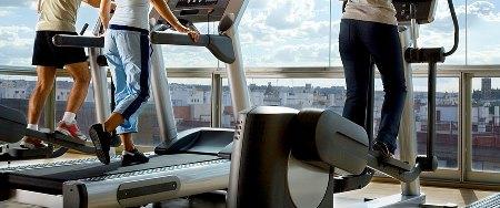 کالری سوزی واقعی تردمیل، دوچرخه ثابت، شنا و وزنه زدن چقدر است؟