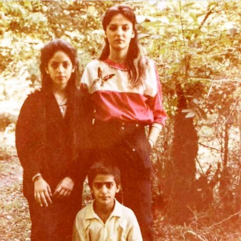 عکس مهناز افشار در کنار خواهر و برادرش