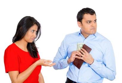 شوهر خسیسم می گوید میزان حقوقم، یک راز است!