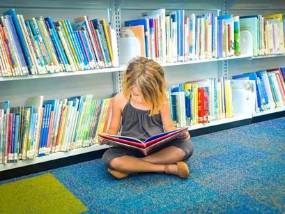 با 5 راه ساده کودک تان را کتاب خوان کنید
