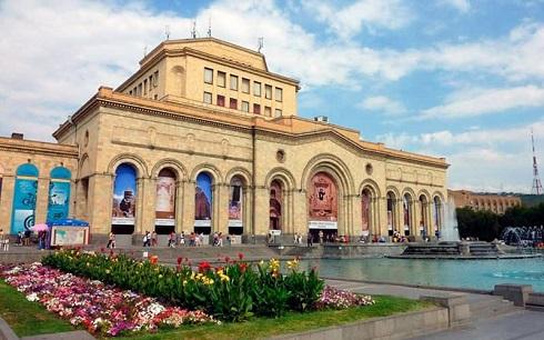 عمارت قدیمی باشکوه موزه تاریخ ارمنستان