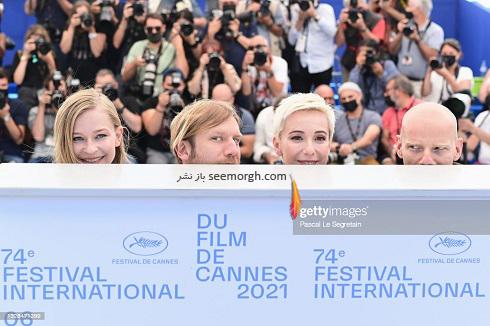 شوخی عوامل فیلم روسی با عکاسان در فتوکال جشنواره کن 2021