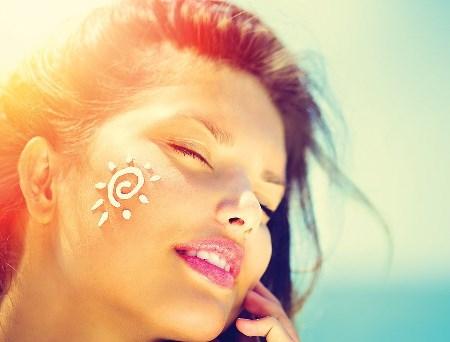 2 راهکار برای درخشش پوست در فصل تابستان
