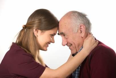 چرا دختران جوان دوست دارند با مردان مسن ازدواج کنند؟