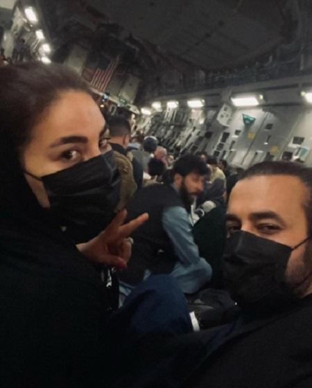 لحظه خروج آریانا سعید و نامزدش با هواپیمای ترابری ارتش آمریکا