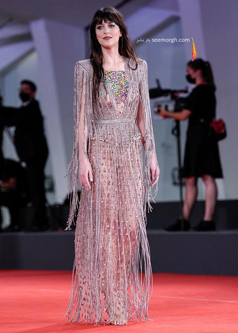 داکوتا جانسون بازیگر فیلم دختر گمشده در جشنواره ونیز 2021