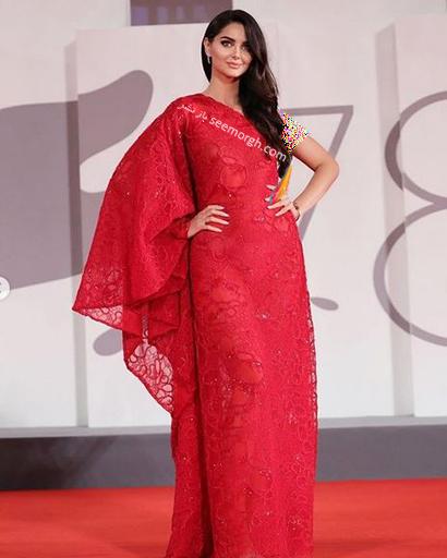 مدل لباس مه لقا جابری Mahlagha Jaberi روی فرش قرمز جشنواره فیلم ونیز 2021 - عکس شماره 2