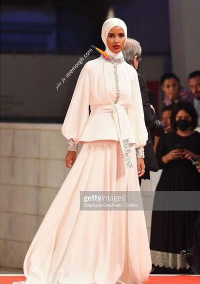 مدل لباس روضه محمد، تنها مدل محجبه در جشنواره ونیز 2021 - عکس شماره 1