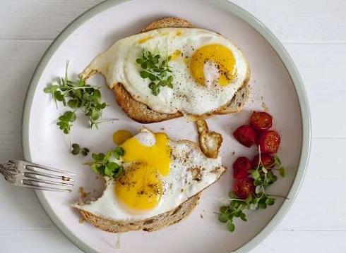 3. با خوردن تخم مرغ خطر ابتلا به بیماری های قلبی را کاهش می دهید