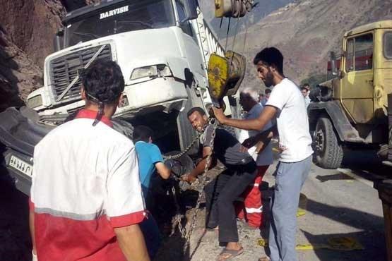 حادثه مرگبار در زیر چرخ های کامیون + عکس
