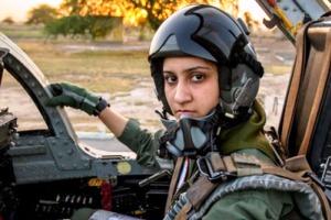 دختر 26 ساله اولین زن خلبان جنگنده در پاکستان!! + عکس