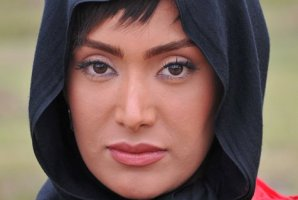 سوژه شدن طراحی های لباس خانم بازیگر ایرانی! + عکس