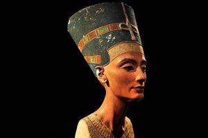 جنجال بخاطر مجسمه ملکه زیبا که زشت ساخته شد!