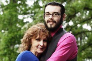 زن 71ساله با پسر 17 ساله ازدواج کرد!! + عکس مراسم
