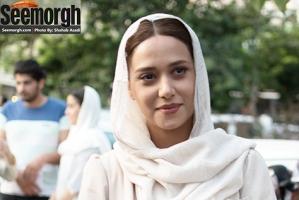 عکس هایی از تیپ و ظاهر پریناز ایزدیار در جشن حافظ