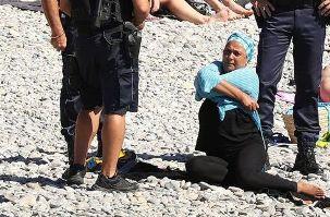 اجبار زن مسلمان به درآوردن مایوی اسلامی اش در ساحل