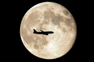 10 سال دیگر با 38 میلیون تومان به ماه سفر کنید