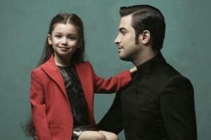 عکس: بنیامین به همراه دخترش بارانا برسر مزار همسرش
