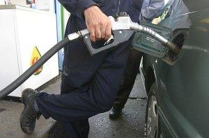چه کسی باک بنزین خودرو های صفر را خالی می کند؟