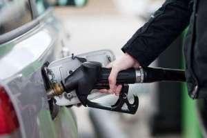 چرا بهتر است باک بنزین ماشین را کاملا پر نکنیم؟