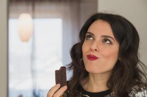 عوارض شکلات برای خانم ها