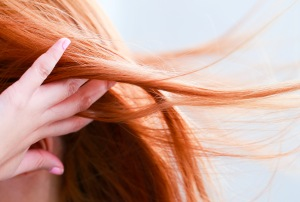 سرم مو در رفع خشکی مو موثر است