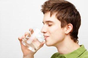 خوردن آب در صبح ناشتا ممنوع، توصیه طب سنتی